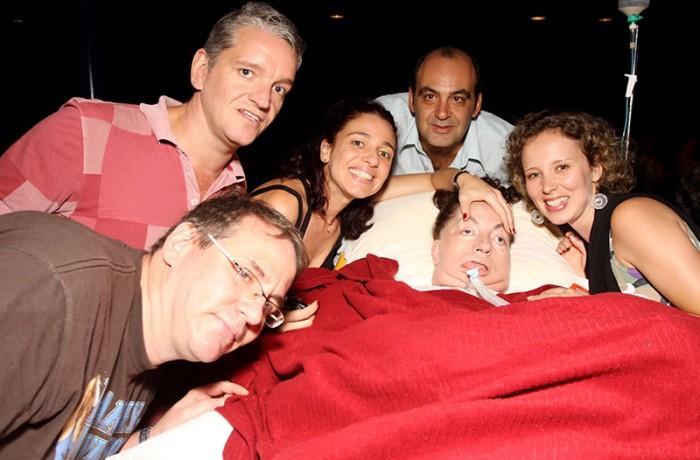 Leide com seus filhos Cristiano, Cesar e Leide, juntamente com seu genro  Marcelo e sua nora Gabriela, em show do cantor Ney Matogrosso. Foto de Fernanda Prado.