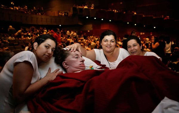 Leide no show da Maria Bethania, em 2009, com suas auxiliares Joice, Ivania e Eliane. Foto de Valdecir Carvalho.