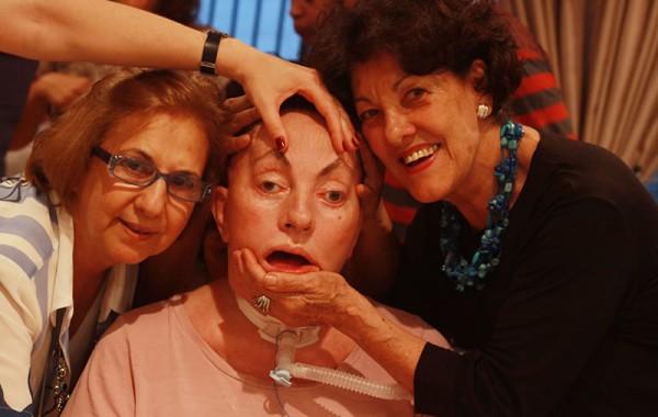 Leide e suas amigas Olga Sandoval e Jandyra Viegas, em festa, no ano de 2010. Foto de Fernanda Prado.