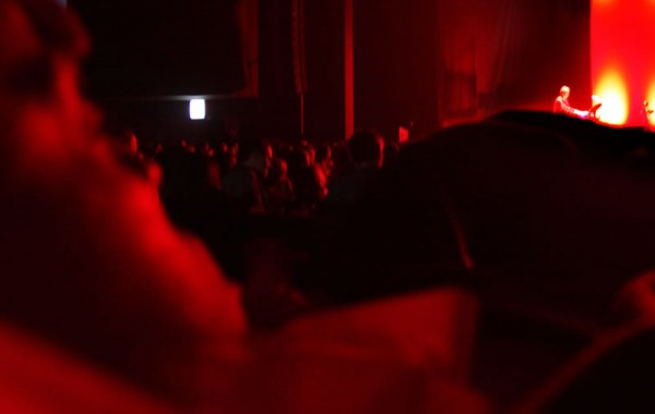 Leide e sua visão do show do Ney Matogrosso. Foto de Fernanda Prado.