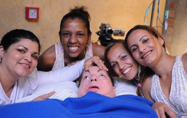 Leide e suas auxiliares Ivania, Cristiane, Roberta e Gerlânia, no show de Elder Costa. Foto de Claudio Belli.