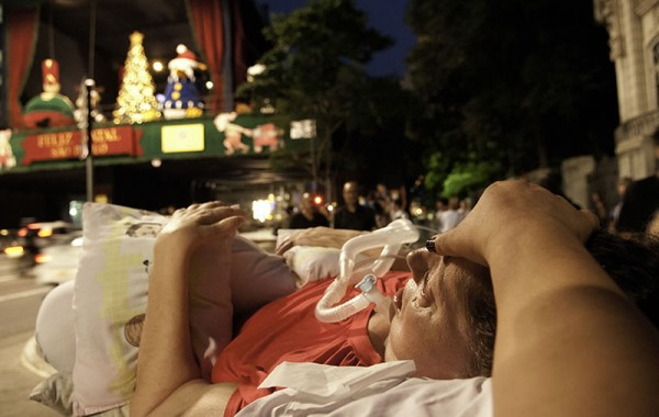 Leide em passeio na Av. Paulista, em dezembro de 2012, para ver os enfeites de natal. Foto de Claudio Belli.